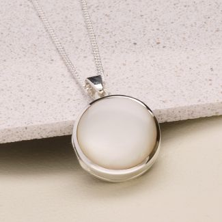 Sterling Silver Round White Mother Of Pearl Locket With Optional Engraving & Chain